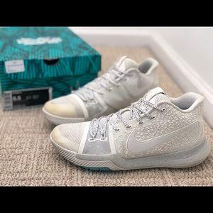 Nike Air Kyrie 3 ivory Sz 8.5